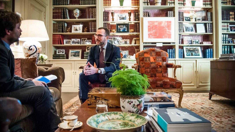 Foto: James Costos, durante la entrevista.