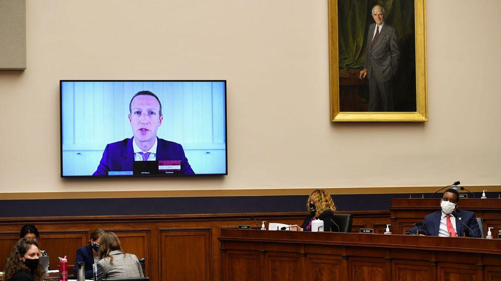 Foto: El CEO de Facebook, Mark Zuckerberg, declarando por vía telemática ante el Congreso. (Reuters)