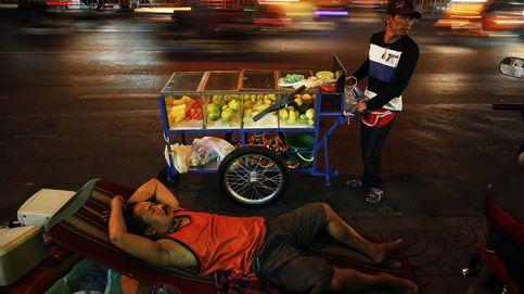 Los puestos callejeros desaparecen de Bangkok: la Junta limpia la capital