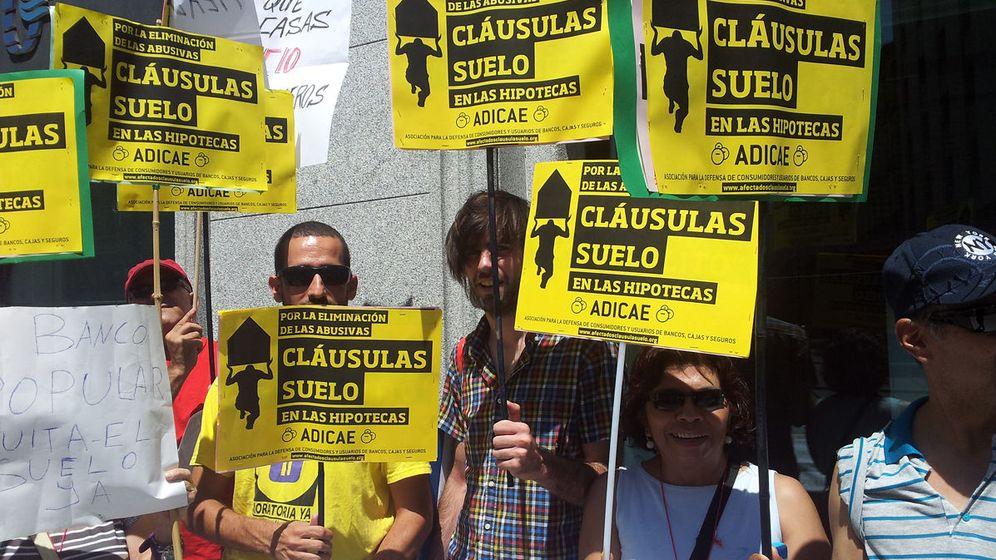 Foto: Protesta contra las cláusulas suelo de las hipotecas organizada por Adicae. (EFE)
