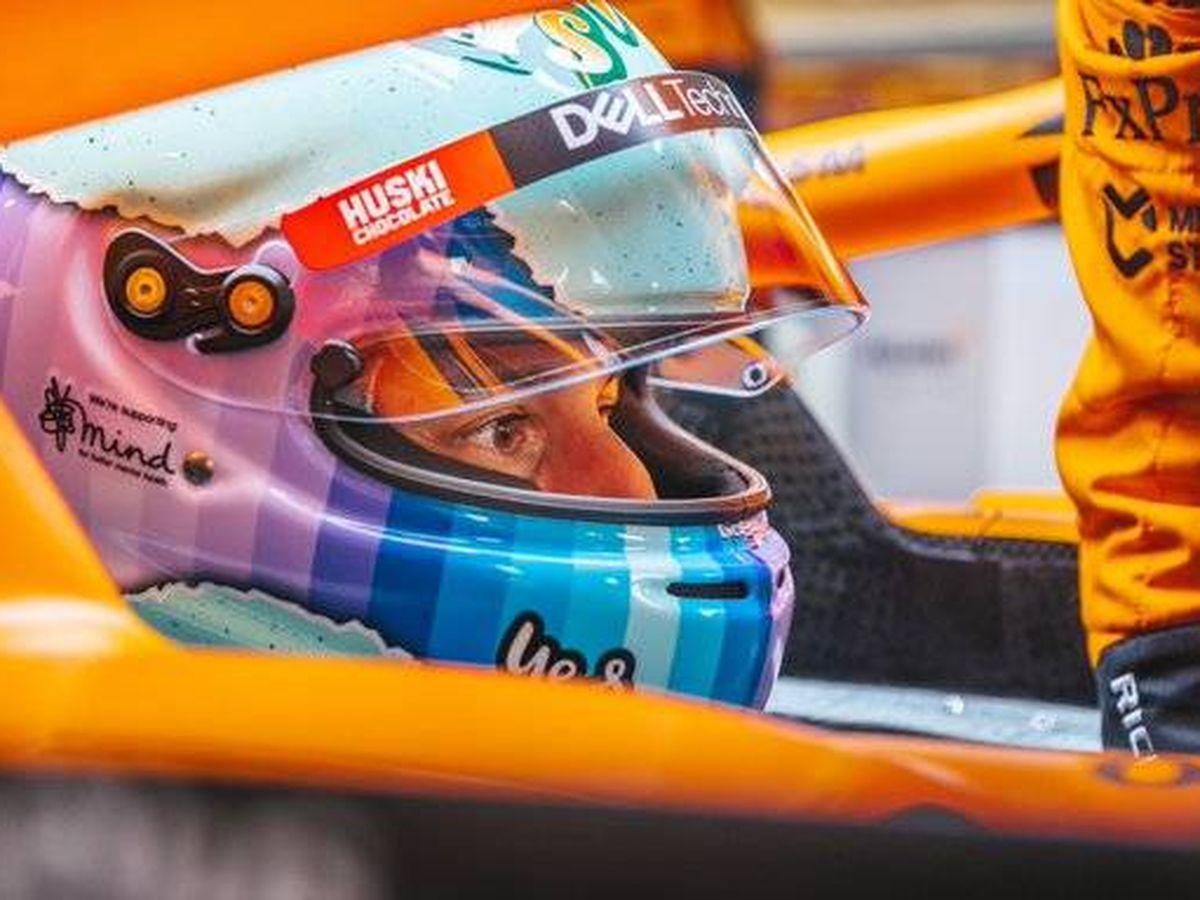 Foto: Daniel Ricciardo, con casco nuevo en el 'filming day' de Silverstone el martes, primer día a bordo del nuevo MCL35M