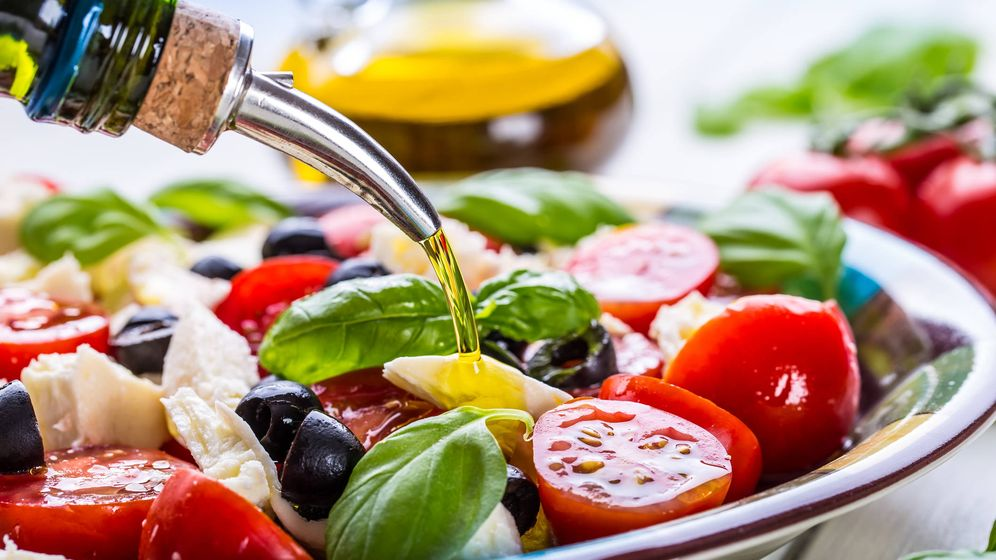 Foto: El aceite de oliva es prácticamente obligatorio en Pioppi. (iStock)