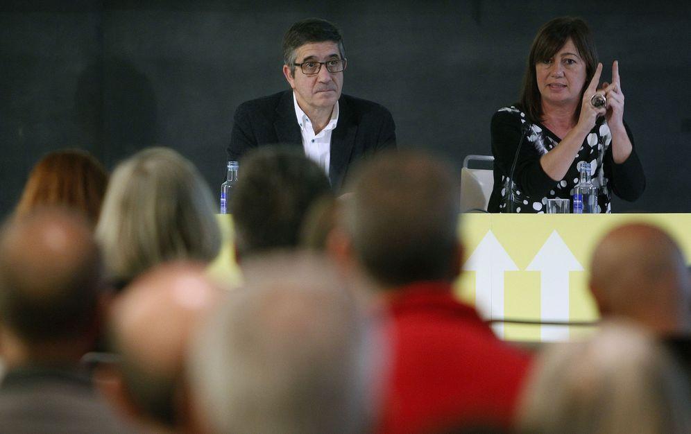 Foto: Patxi López y la presidenta de Baleares, Francina Armengol, el pasado 12 de noviembre en Barcelona. (EFE)