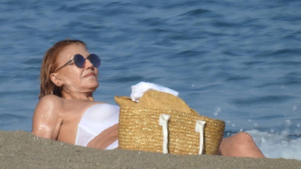 Foto: Tenemos el primer 'posado' del verano: Tita Cervera se relaja en Marbella
