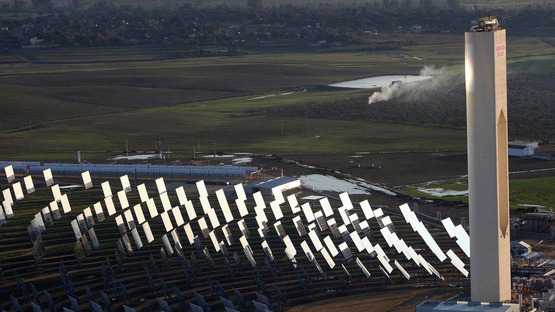 Planta solar de Atlantica Yield en Sevilla. (Fernando Ruso)