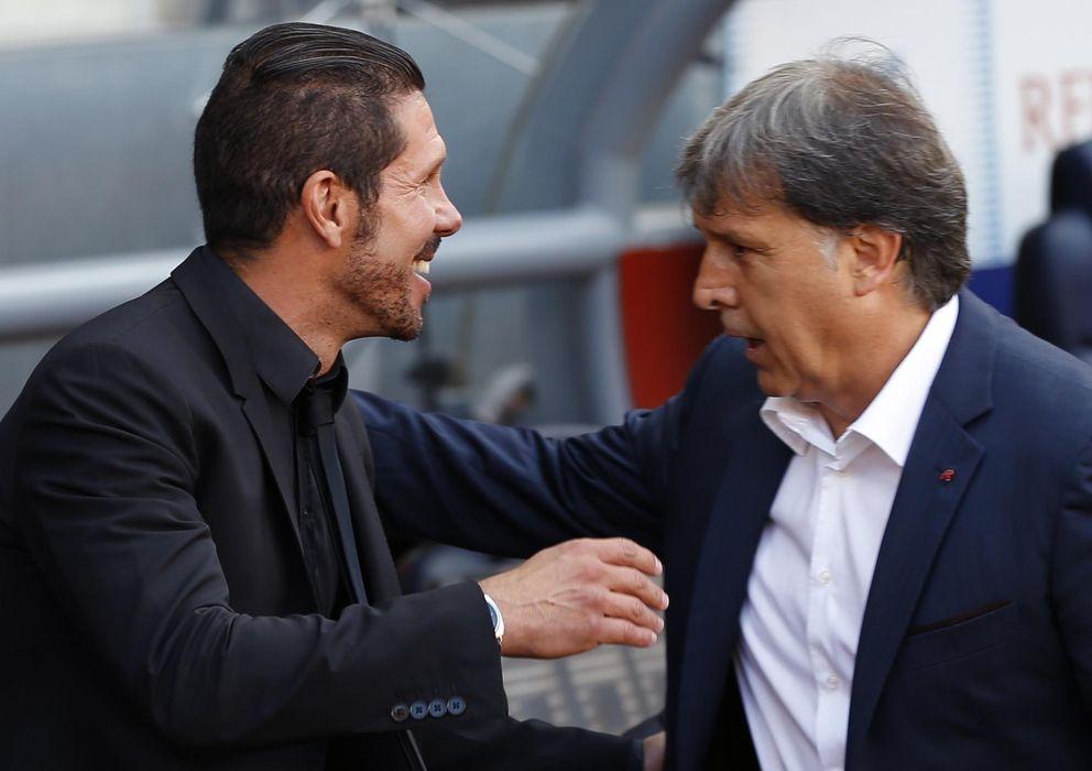 Foto: Martino y Simeone, instantes antes del comienzo del Barcelona-Atlético (Reuters)