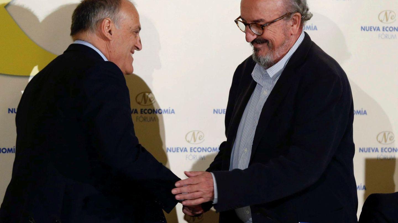 Javier Tebas y Jaume Roures, en un desayuno de Fórum Europa, en Madrid. (EFE)