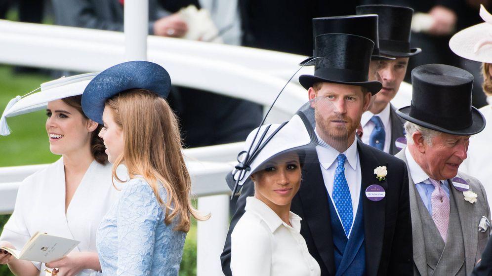 Foto: Los duques de Sussex, junto a Beatriz y Eugenia de York en Ascot. (Getty)