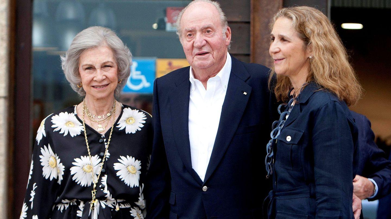 El rey Juan Carlos, la reina Sofía y la infanta Elena en Sanxenxo en 2019. (EFE)
