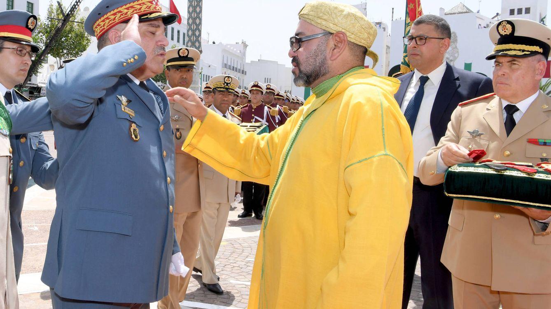 Foto: Un militar marroquí se cuadra ante el rey Mohamed Vi el pasado 31 de julio. (MAP)