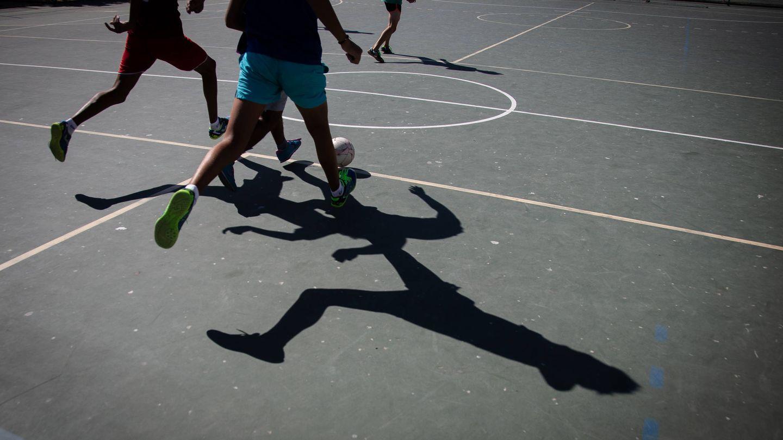 Los usuarios del centro MENA disfrutando de actividades deportivas al aire libre. (Foto: Fernando Ruso)