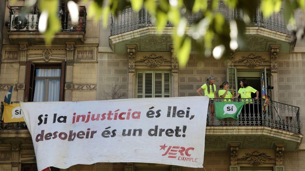 Foto: Vista de una pancarta durante la manifestación convocada por la ANC con motivo de la Diada. (EFE)