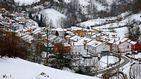 Un total de 17 carreteras permanecen cortadas por la nieve y hielo
