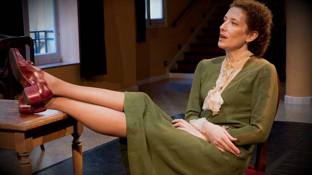 Foto: Clara Sanchis es Virginia Woolf en el montaje de 'Una habitación propia'