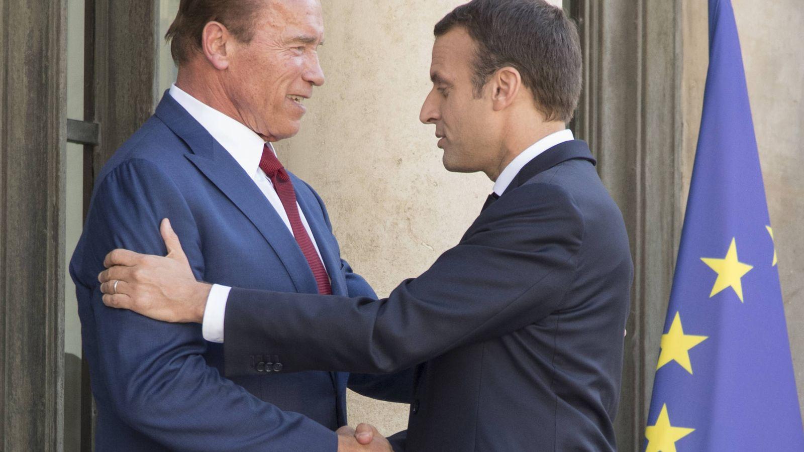 Foto: Arnold Schwarzenegger y Emmanuel Macron en París. (Gtres)