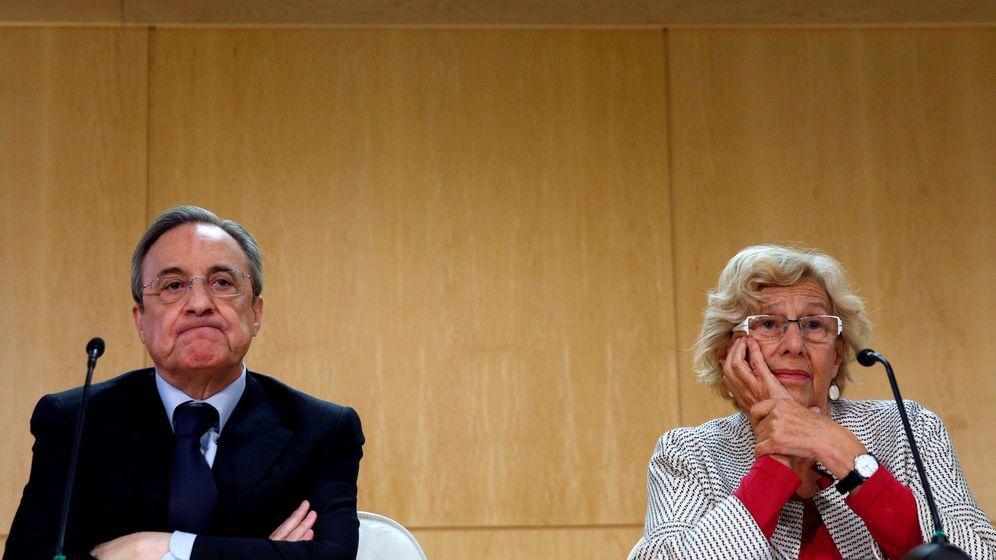 Foto: El presidente de ACS, Florentino Pérez, junto a la alcaldesa de Madrid, Manuela Carmena.