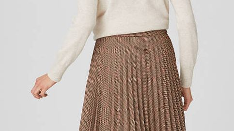Esta falda de C&A no es midi (ni mini) y la querrás lucir todos los días, ¿por qué?