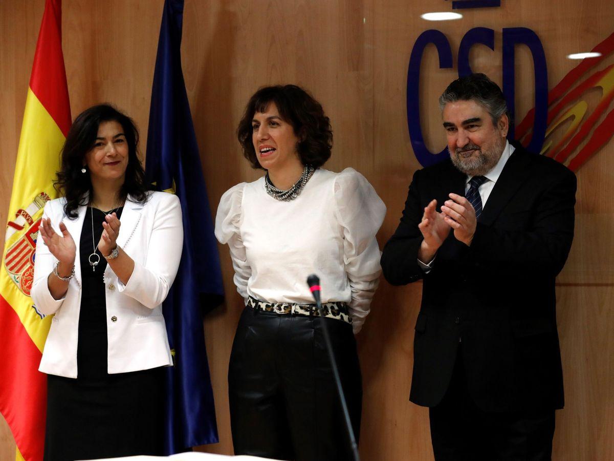 Foto: Irene Lozano, entre Rienda y Rodríguez Uribes, en su toma de posesión. (EFE)