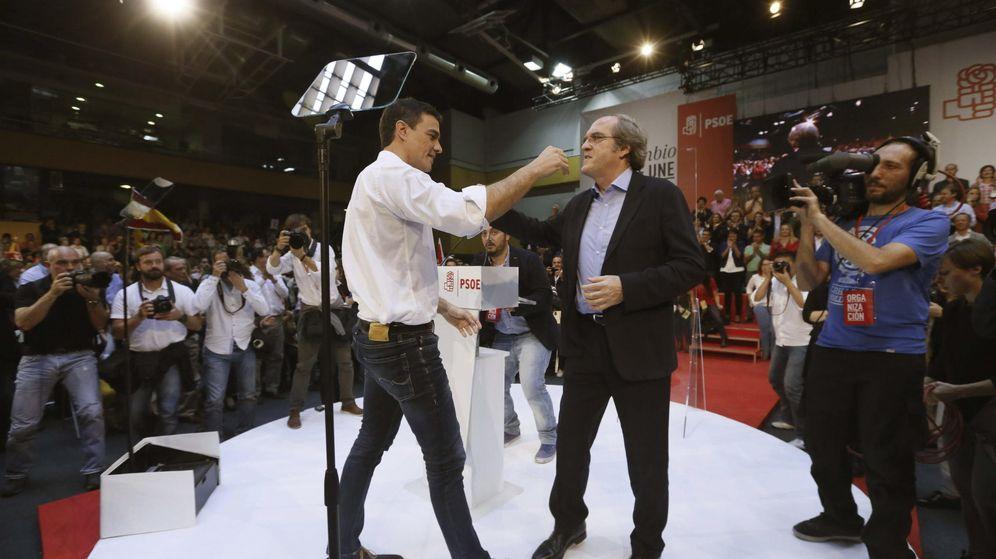 Foto: Pedro Sánchez y Ángel Gabilondo, el pasado 18 de octubre en la presentación de los candidatos a las generales del 20-D, en el polideportivo Magariños de Madrid. (EFE)