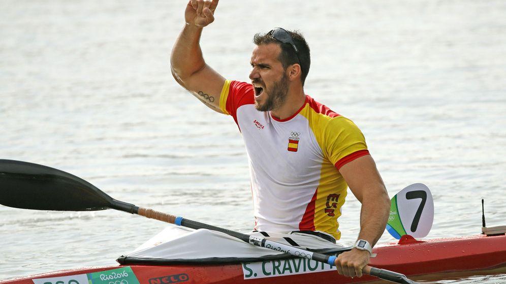 Foto: Saul Craviotto celebra una medalla de bronce obtenida en los pasados Juegos Olímpicos de Rio. (EFE)