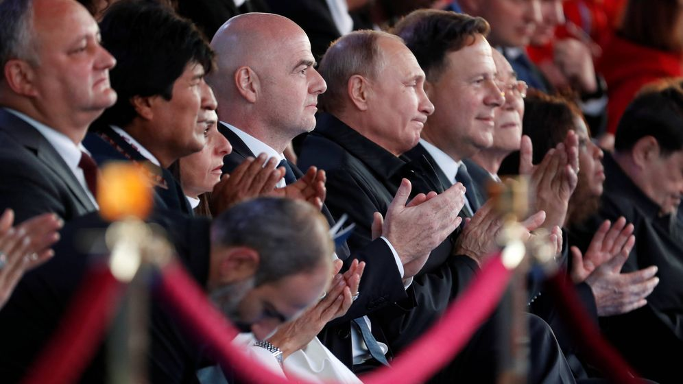 Foto: Vladimir Putin durante la presentación de la Copa del Mundo 2018, acompañado por el Presidente de FIFA Gianni Infantino y el mandatario boliviano Evo Morales. (REUTERS)