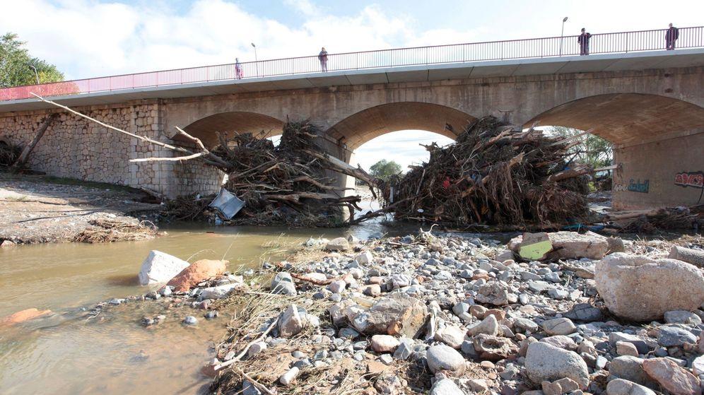 Foto: Aspecto del puente sobre el río Francolí a su paso por Montblanc (Tarragona). (EFE)