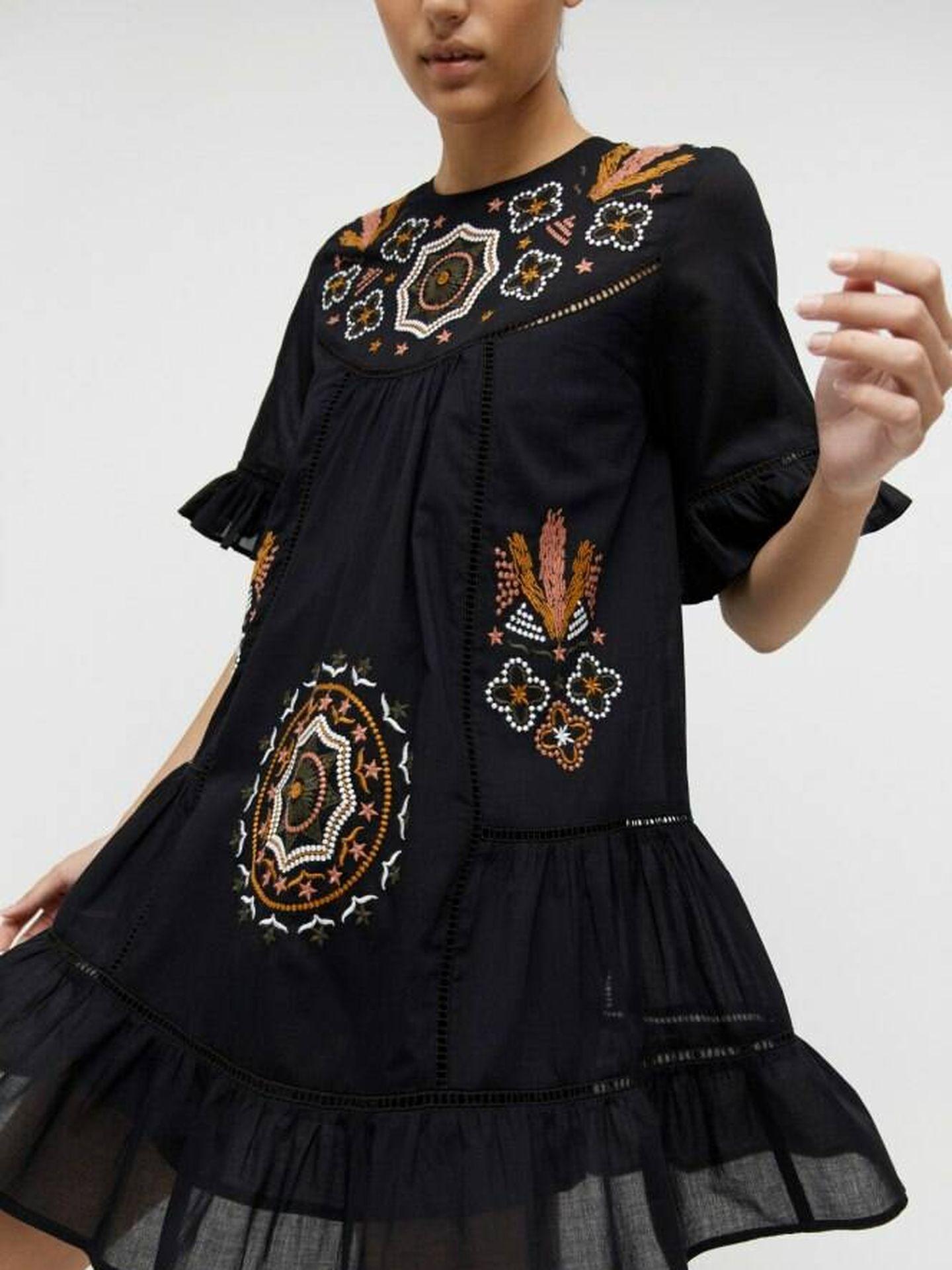 Vestido bordado de Sfera. (Cortesía)