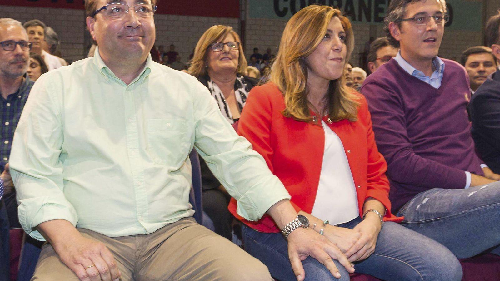 Foto: Los presidentes de Extremadura, Guillermo Fernández Vara; de la Junta de Andalucía, Susana Díaz, y el socialista Eduardo Madina. (EFE)