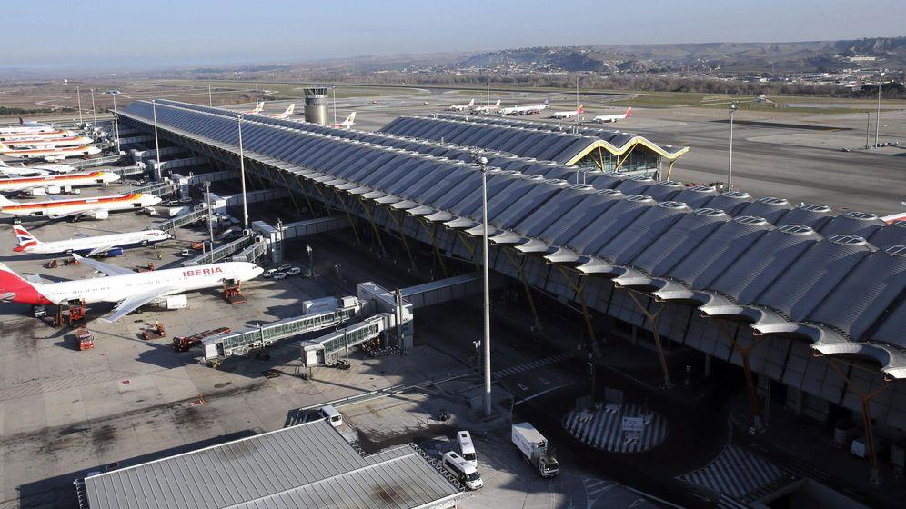 Foto: Varios aviones en las pistas de la T4 del Aeropuerto Adolfo Suárez Madrid-Barajas. (EFE)
