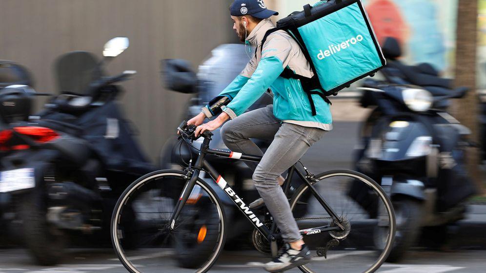 Foto: Un 'rider' de Deliveroo en París. (Reuters)