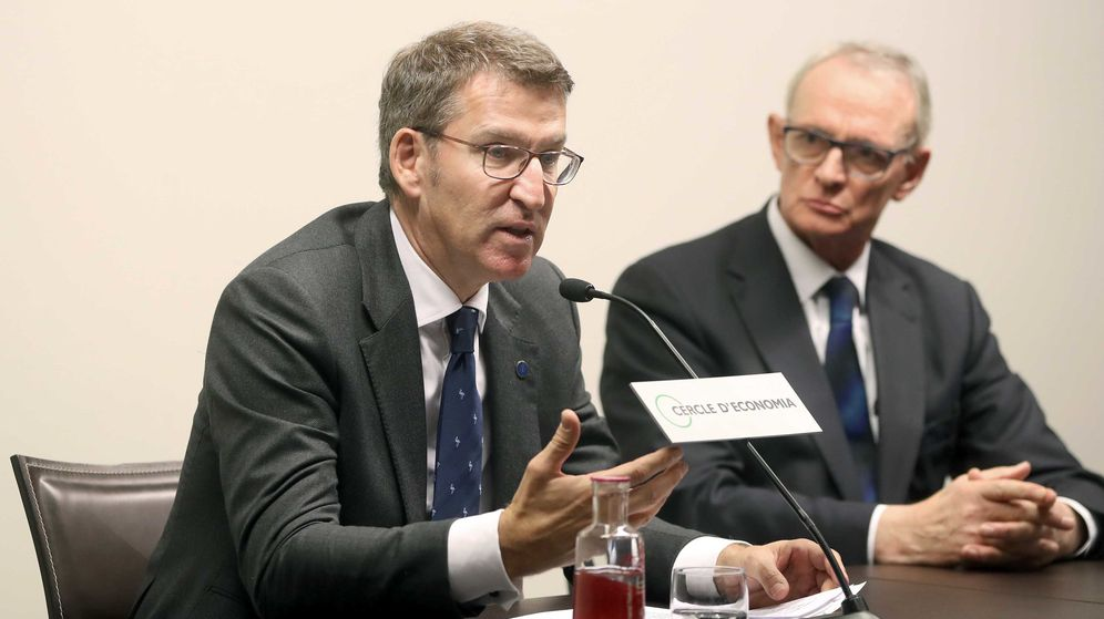 Foto: El presidente de la Xunta de Galicia, Alberto Núñez Feijóo (i), y el presidente del Círculo de Economía, Antón Costas. (EFE)