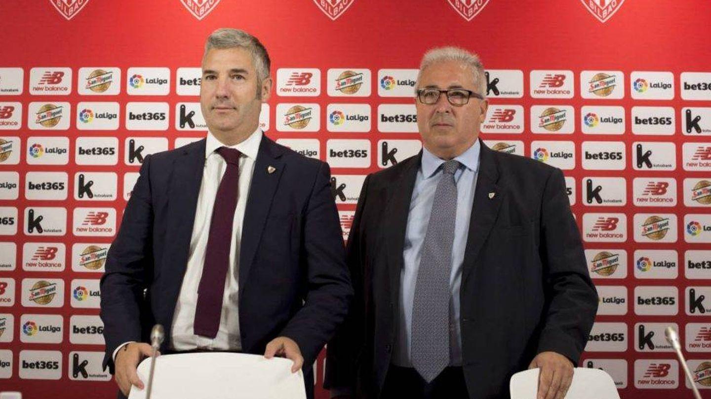 Josu Urrutia, ex presidente del Athletic, junto al candidato continuista, Alberto Uribe-Echevarría. (EFE)