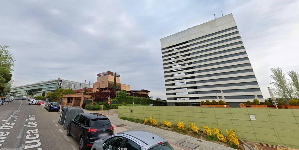 Foto: A la derecha, la nueva sede de Planeta, en el centro la sede de Anaya y, al fondo, la oficina de Banco Santander.