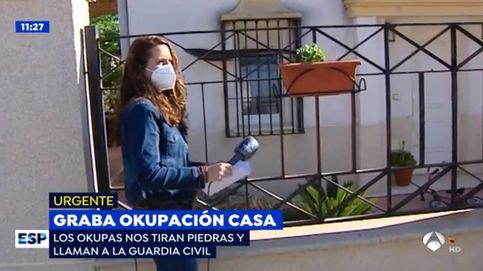 Unos okupas agreden y amenazan a una reportera de 'Espejo público' tirándole piedras