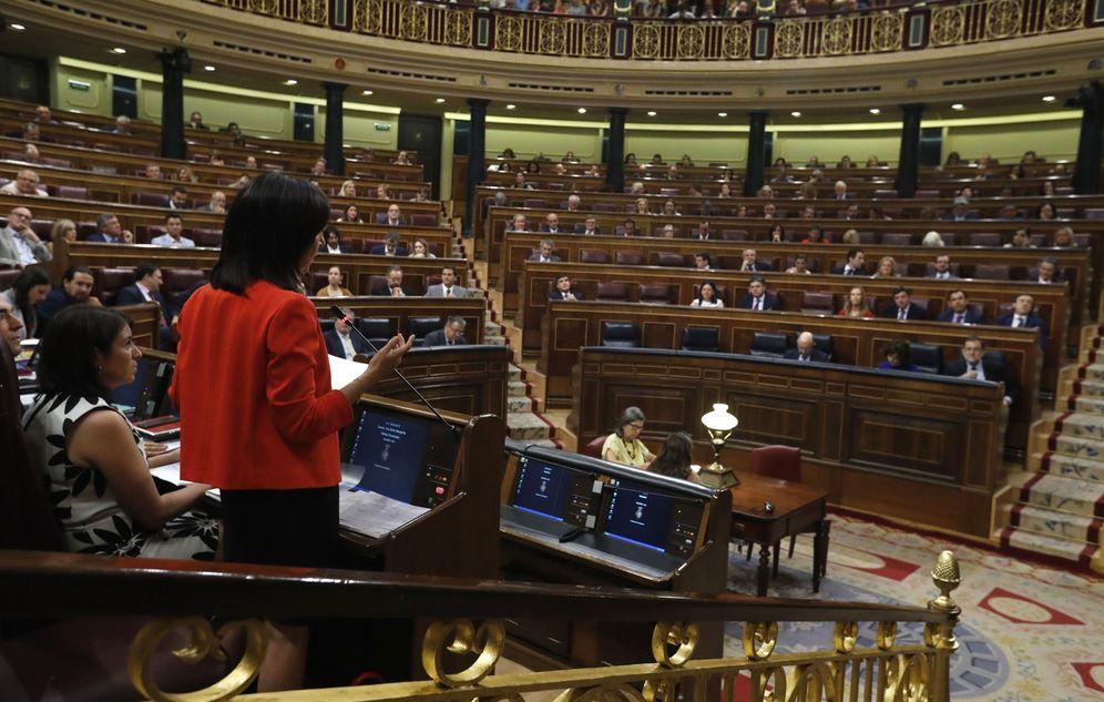 Foto: Margarita Robles, nueva portavoz socialista, durante su pregunta a Mariano Rajoy, este 21 de junio. (EFE)