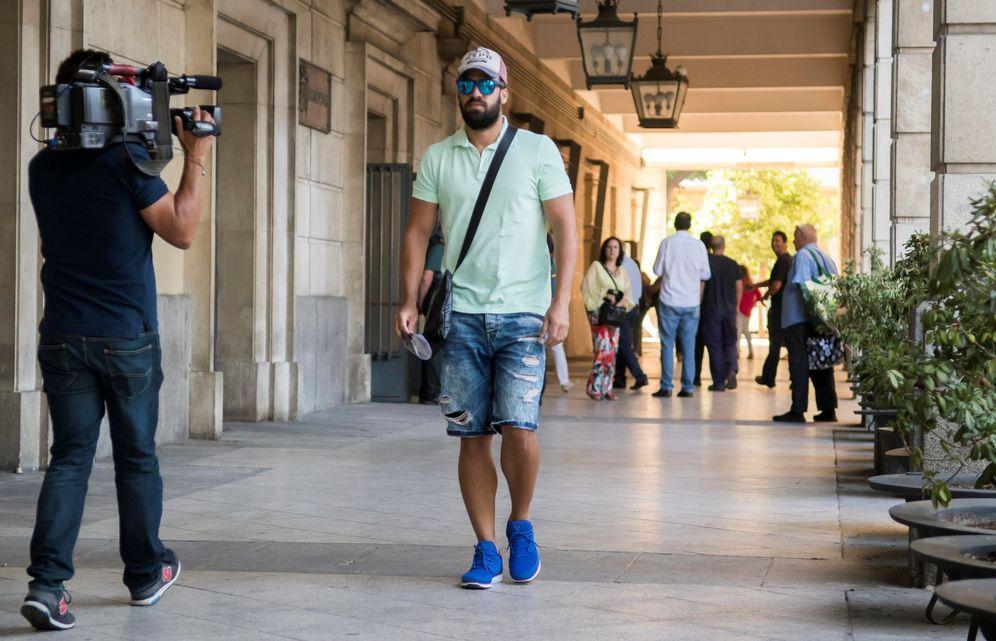 Foto: Antonio Manuel Guerrero, en una de sus llegadas al juzgado de Sevilla para firmar. (EFE)