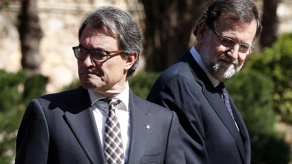 Foto: El presidente del Gobierno, Mariano Rajoy (d), junto al presidente de la Generalitat catalana, Artur Mas (i). (Efe)