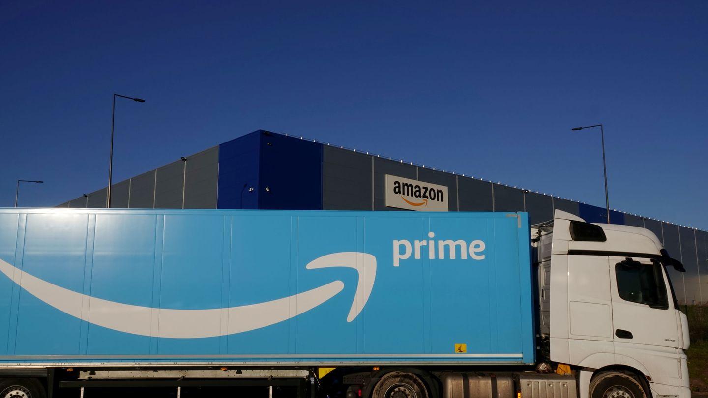 Un camión de transporte de Amazon. (Reuters)