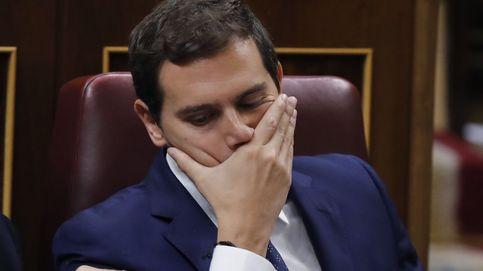 Capullo, vaya gilipollas: las cámaras 'cazan' a Rivera insultando a un faltón Iglesias