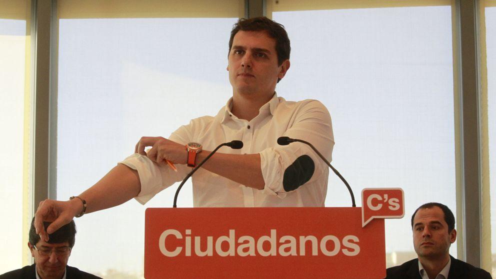 Rivera inicia contactos con el PP y da un ultimátum a PSOE para elegir socio