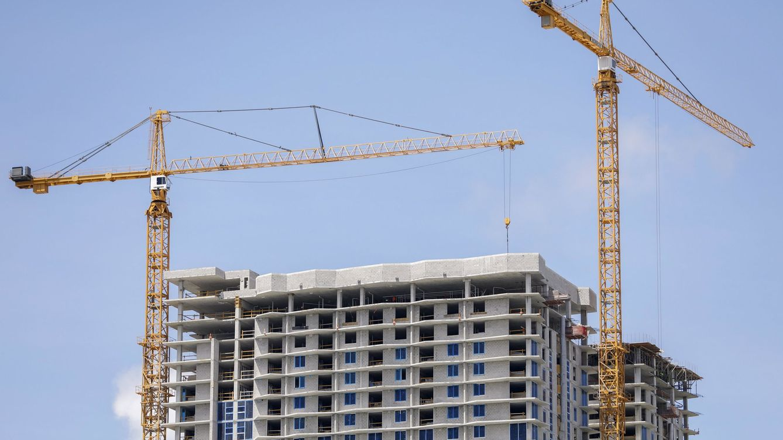La recuperación del sector inmobiliario calienta la guerra de fichajes entre despachos