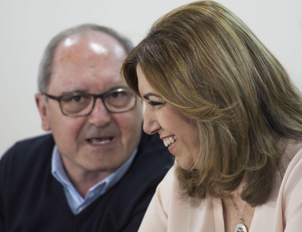 Foto: Susana Díaz, junto a su número dos, Juan Cornejo, este 24 de marzo en Sevilla. (EFE)