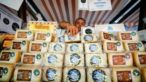 Quesos y más quesos en la feria del queso de Zuheros
