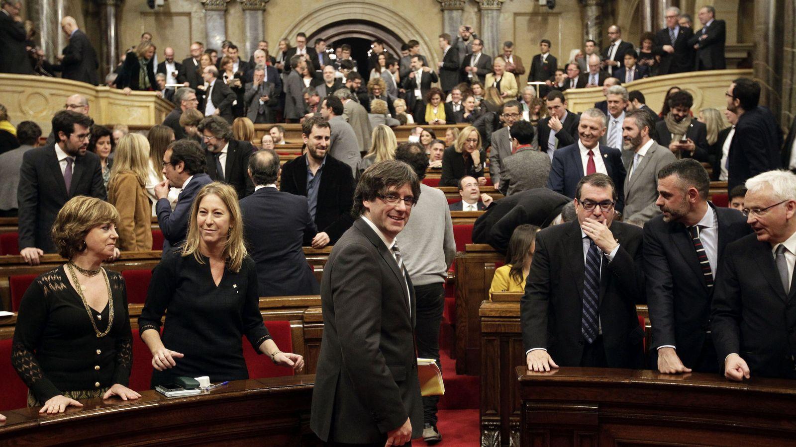 Foto: Carles Puigdemont, en el pleno. (EFE)