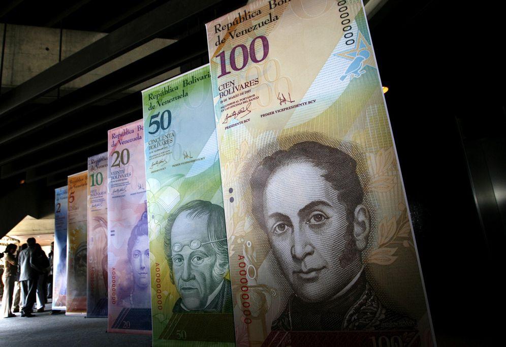 Foto: Imagen de una exhibición de los nuevos billetes emitidos en la sede del Banco Central, en Caracas, el 24 de octubre de 2007 (Reuters).