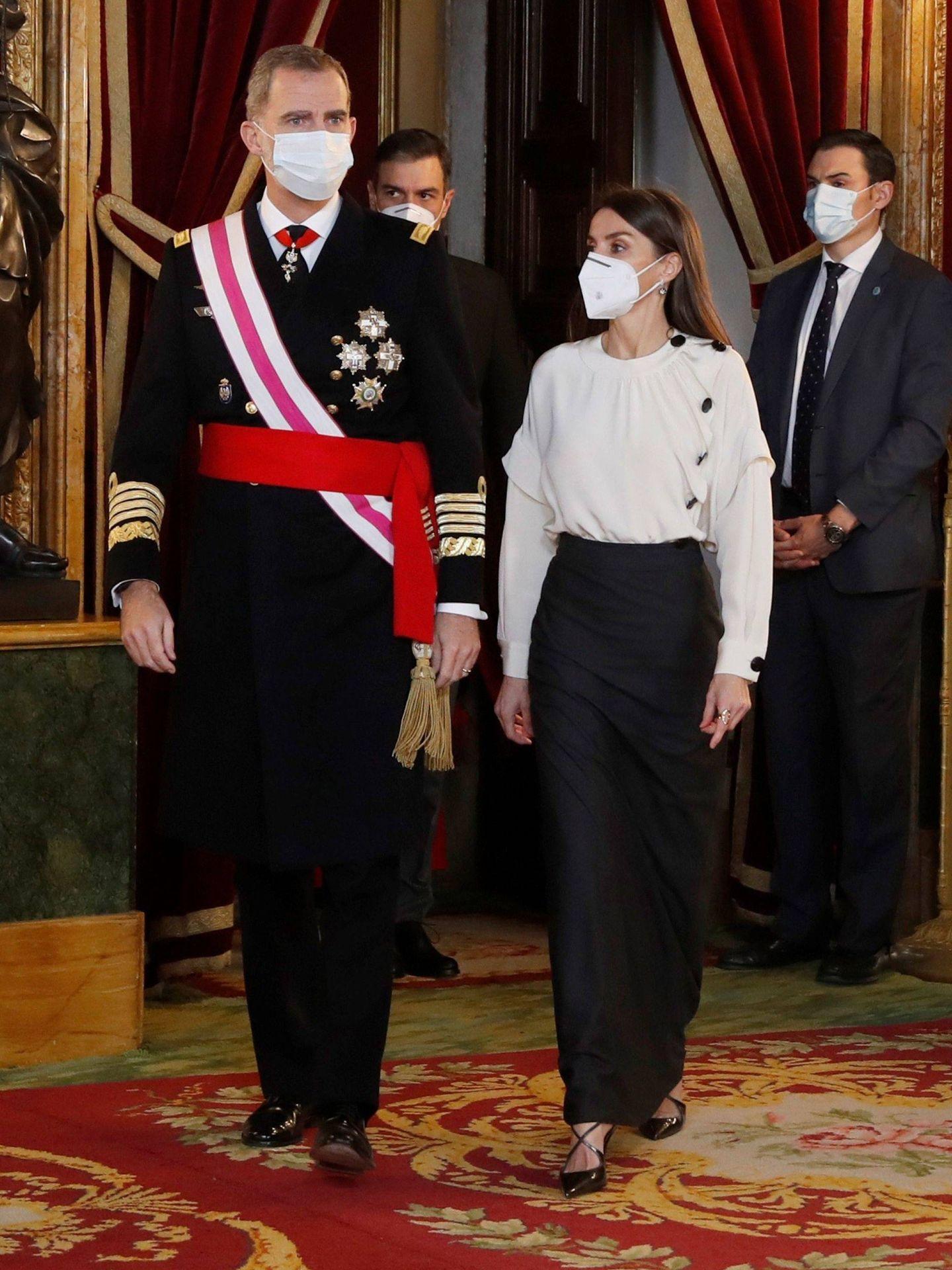 Los Reyes, en el Palacio Real. (EFE)