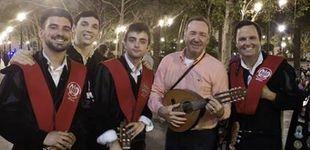 Post de Kevin Spacey cambia Hollywood por Sevilla y se une a la tuna para cantar 'La Bamba'
