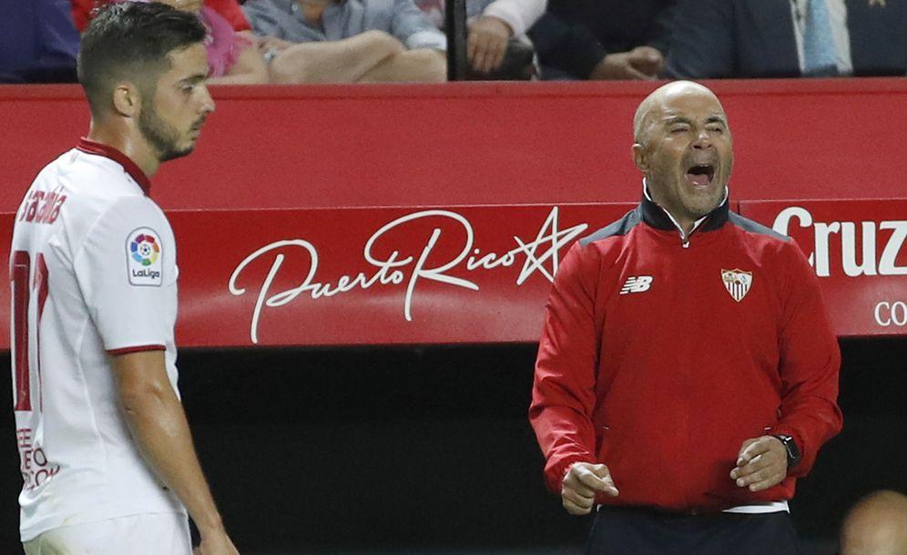 Foto: En la imagen, Jorge Sampaoli dando instrucciones durante un partido del Sevilla. (EFE)