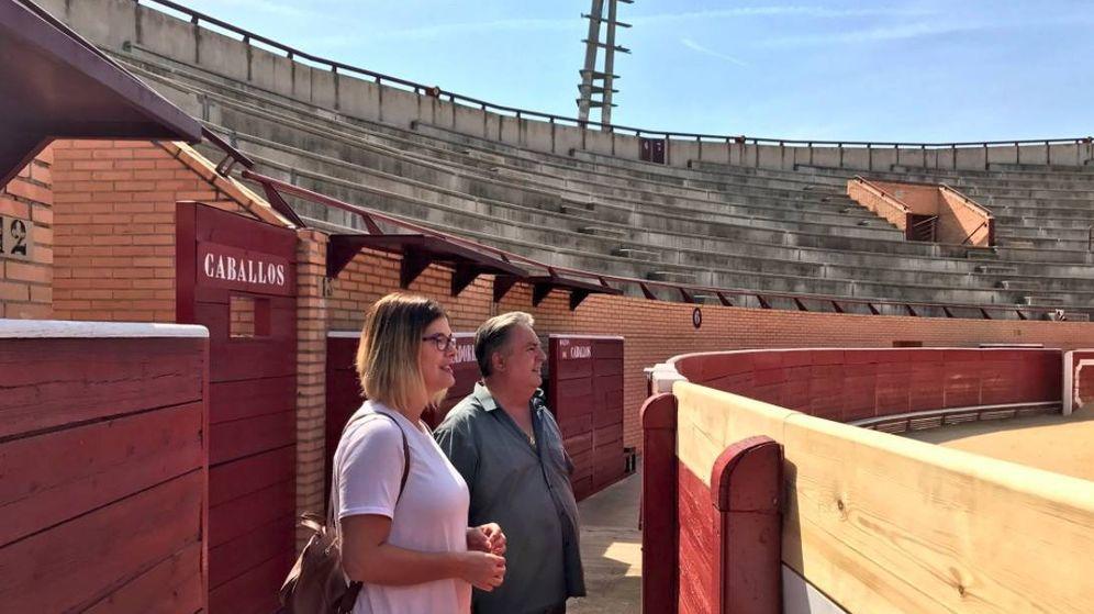 Foto: La edil de Festejos, Noelia Posse, visitando la plaza de toros de Móstoles.