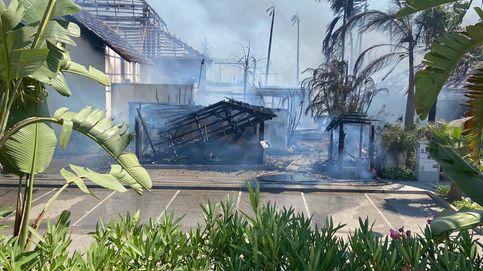 El centro turístico más concurrido de Estepona queda devastado por las llamas